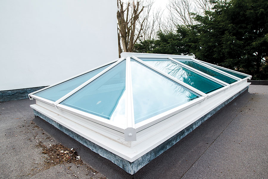 External lantern roof with tinted glass for privacy