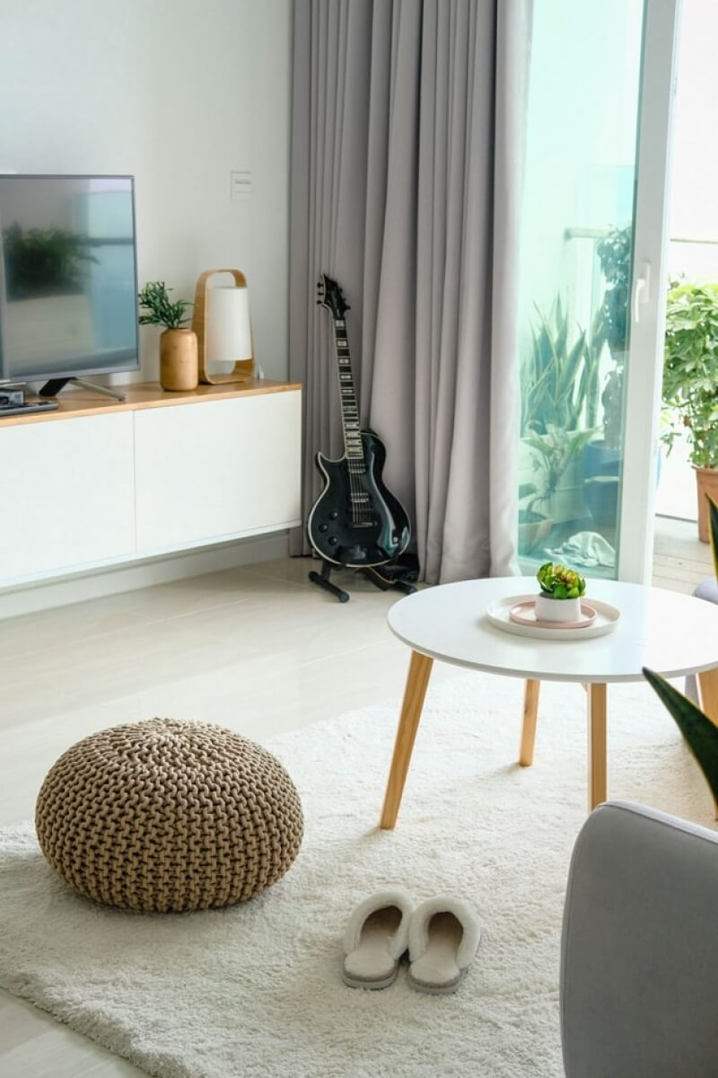 scandi interior look with white coffee table
